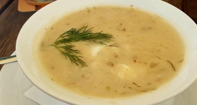 Aardappelsoep met yoghurt