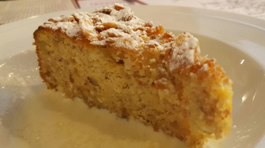 Kaneelcake met noten en appels