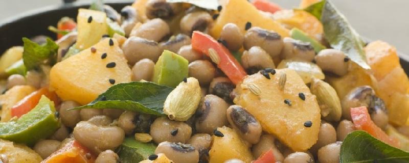 Salade van bonen en aardappelen